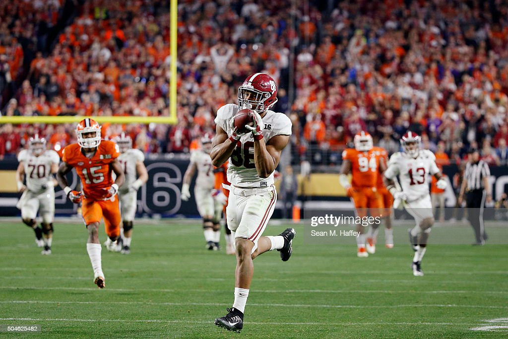 O.J. Howard #88 of the Alabama Crimson Tide runs the ball after catching a pass to score a 51 yard touchdown in the fourth quarter against the Clemson Tigers during the 2016 College Football Playoff National Championship Game at University of Phoenix Stadium on January 11, 2016 in Glendale, Arizona.