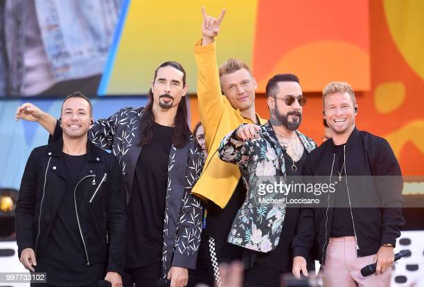 Howie D Kevin Richardson Nick Carter AJ McLean and Brian Littrell of the Backstreet Boys perform on ABC's Good Morning America at SummerStage at...