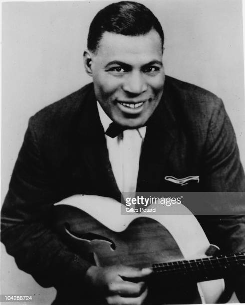 Howlin' Wolf poses for a studio portrait in 1954 in the United States.