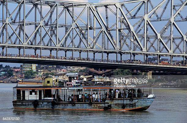 Howrah Bridge is a cantilever bridge with a suspended span over the Hooghly River in West Bengal It's a famous symbol of Kolkata