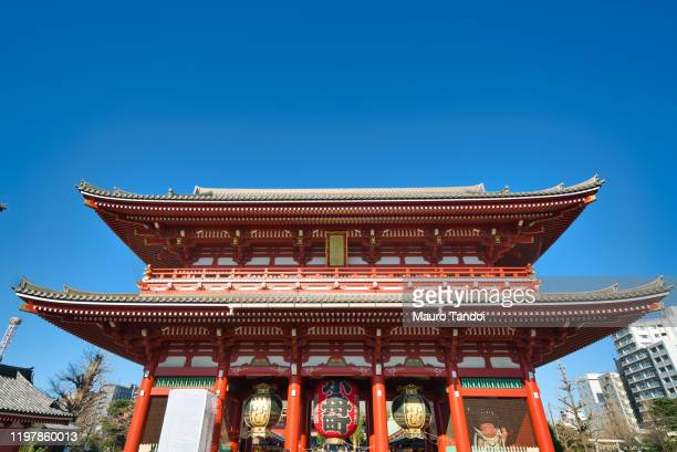 hozomon gate of sensoji temple in tokyo, japan - mauro tandoi stock pictures, royalty-free photos & images