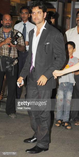 Hrithik Roshan at the premiere of the film 'khelein hum jee jaan se' in Mumbai on December 2 2010