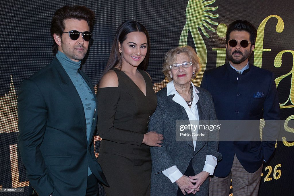 Hrithik Roshan Sonakshi Sinha Manuela Carmena and Anil Kapoor attend the 17th International Indian Film Academy awards press conference at the Retiro.