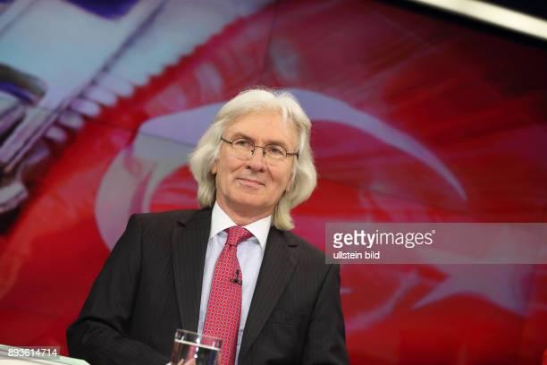 Hüseyin Avni Karslolu in der ZDFTalkshow maybrit illner am in Berlin Feilschen um die Flüchtlinge Was bringt Merkels TürkeiPlan