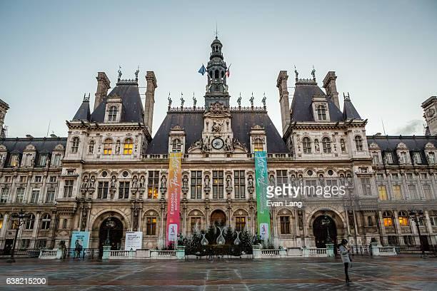 hôtel de ville, paris - paris romantique stock pictures, royalty-free photos & images