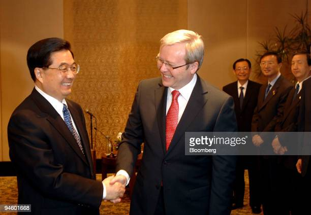 Hu Jintao China's president left and Kevin Rudd Australia's leader of the opposition Labor Party shake hands during day six of the AsiaPacific...