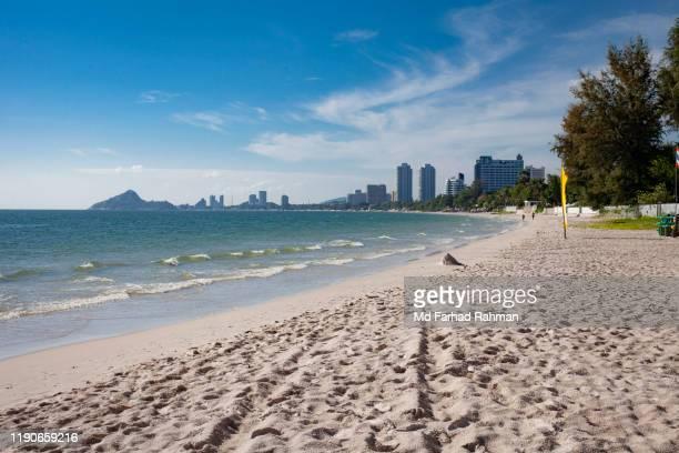 hua hin beach - プラチュアップキリカン県 ストックフォトと画像
