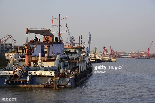 Rivière Huangpu et le Port de Shanghai de Fuxing island, Chine