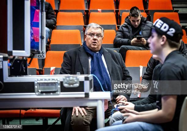 Hubert Bruls, Mayor of Nijmegen, watches a youngster during an esports tournament at the Dukenburg district centre in Nijmegen on December 31, 2020....