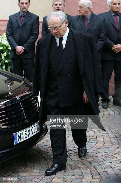 Hubert Burda leaves the HeiligKreuzChurch after the funeral service for Aenne Burda on November 10 2005 in Offenburg Germany Aenne Burda was the...