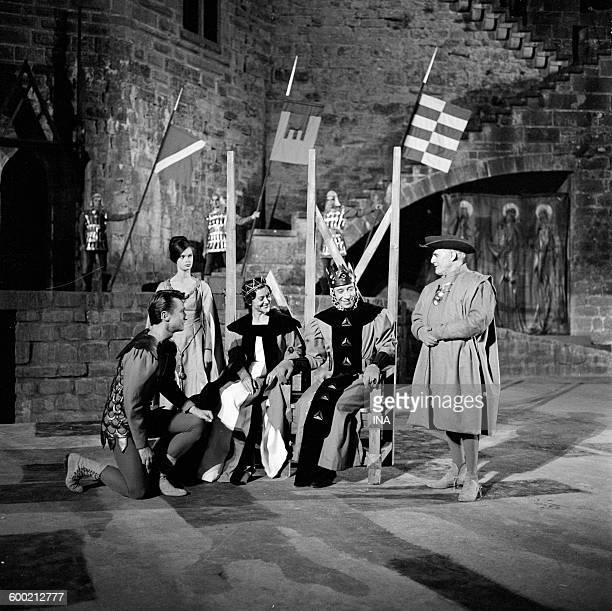 Hubert Noël Maria Casarès Daniel Sorano and Camille Guérini in a scene of Hamlet de Shakespeare recorded by Claude Barma from the Big Theater of the...