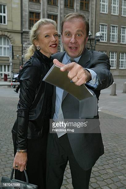 Hubertus Meyer Burckhardt Mit Ehefrau Jacqueline Bei Der Verleihung Der Goldenen Feder In Der Hamburger Handelskammer