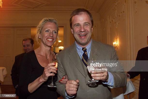 Hubertus Meyer Burckhardt Seine Ehefrau Jacqueline Bei Der Eröffnung DerJacobs Bar Im Hotel Louis C Jacob In Hamburg