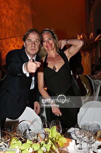 Hubertus Meyer Burckhardt Und Ehefrau Jacqueline Bei Der Verleihung Der Goldenen Feder In Der Handelskammer In Hamburg Am 110506