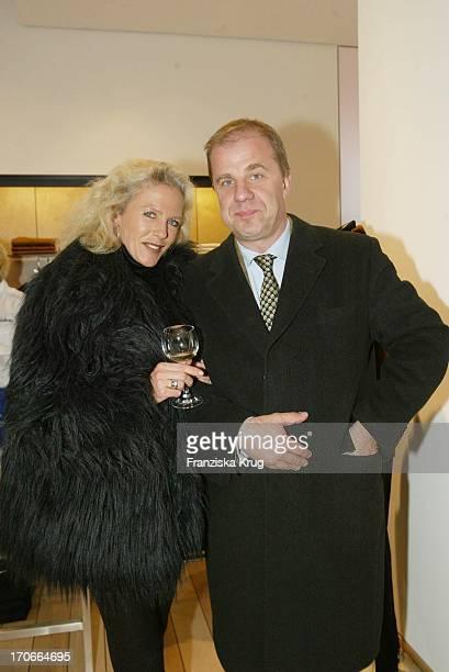 Hubertus MeyerBurckhardt Und Seine Ehefrau Jacqueline Bei Der Eröffnung Des Neuen Bogner Shop In Hamburg
