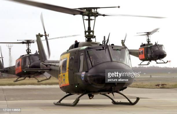 Hubschrauber vom Typ Bell UH1 D starten am 332000 auf dem Flugplatz in Hohn bei Rendsburg Vier Maschinen vom Lufttransportgeschwader 63 und 17...