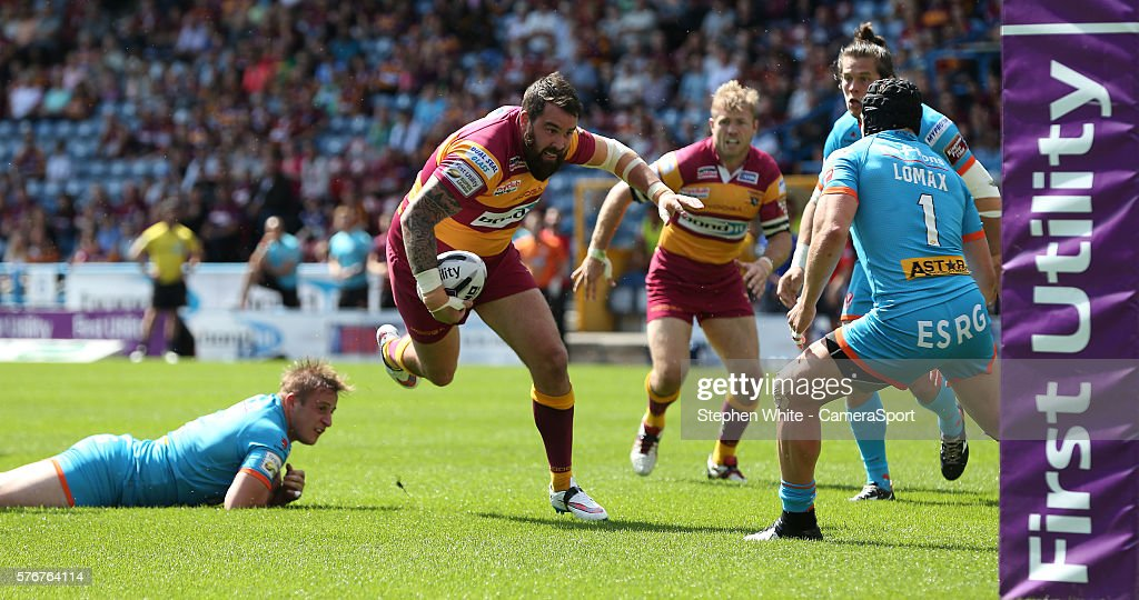 Huddersfield Giants' Craig Huby faces up to St Helens' Jonny Lomax and falls short of the try line during the First Utility Super League Round 22 match between Huddersfield Giants and St Helens at the John Smith's Stadium on July 17, 2016 in Huddersfield, England.