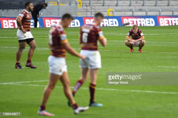 Huddersfield Giants players look on in dejection following the Betfred Super League match between Huddersfield Giants and Leeds Rhinos at Emerald...