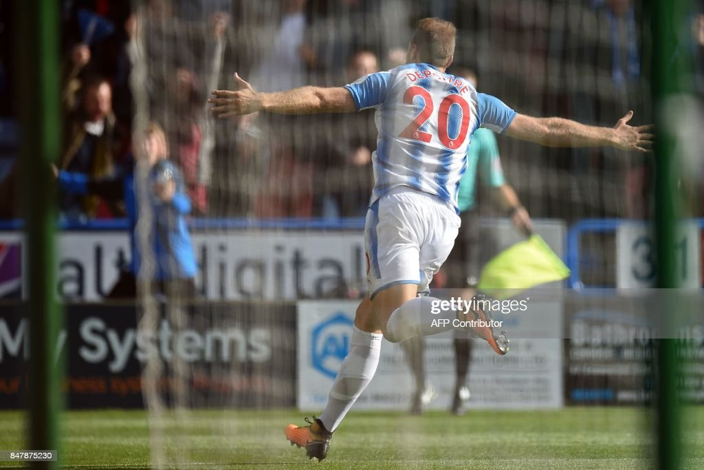Huddersfield Town's Belgian striker Laurent Depoitre celebrates after scoring the opening goal of the English Premier League football match between Huddersfield Town and Leicester City at the John Smith's stadium in Huddersfield, northern England on September 16, 2017. / AFP PHOTO / Oli SCARFF / RESTRICTED TO EDITORIAL USE. No use with unauthorized audio, video, data, fixture lists, club/league logos or 'live' services. Online in-match use limited to 75 images, no video emulation. No use in betting, games or single club/league/player publications. /