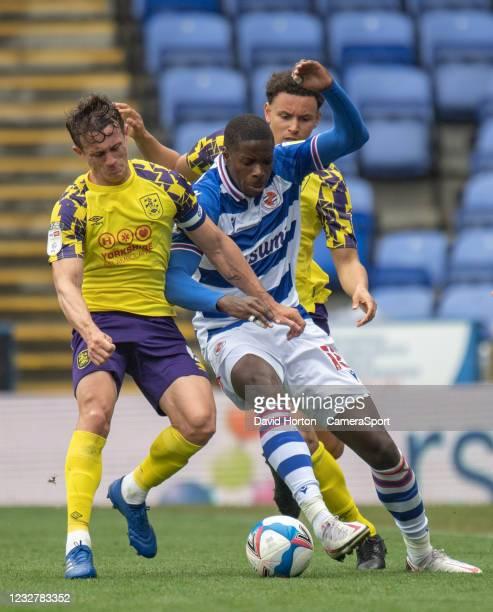 Huddersfield Town's Jonathan Hogg and Rarmani Edmonds-Green battles with Reading's Lucas Eduardo Santos João during the Sky Bet Championship match...