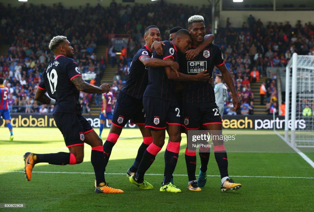 Crystal Palace v Huddersfield Town - Premier Leagu : News Photo
