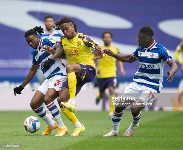 Huddersfield Town's Rolando Aarons battles for possession with Reading's Omar Richards and Andy Yiadom during the Sky Bet Championship match between...