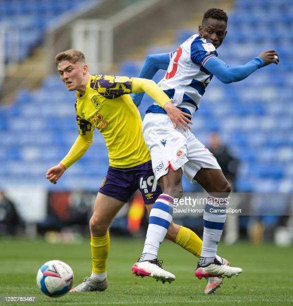Huddersfield Town's Scott High battles for possession with Reading's Alfa Semedo Esteves during the Sky Bet Championship match between Reading and...