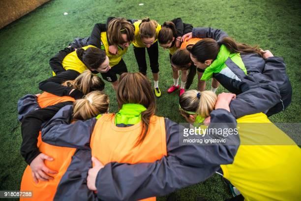 líos en el deporte - feminidad fotografías e imágenes de stock