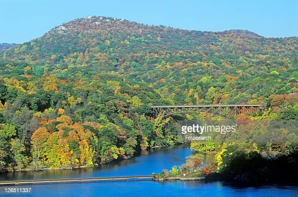 hudson river and bear mountain bridge - bear mountain bridge stock pictures, royalty-free photos & images
