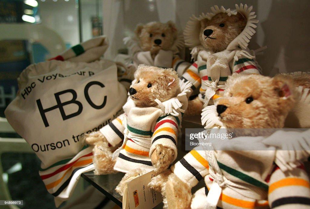 Hudson's Bay Company signature teddy bears wearing replicas : News Photo