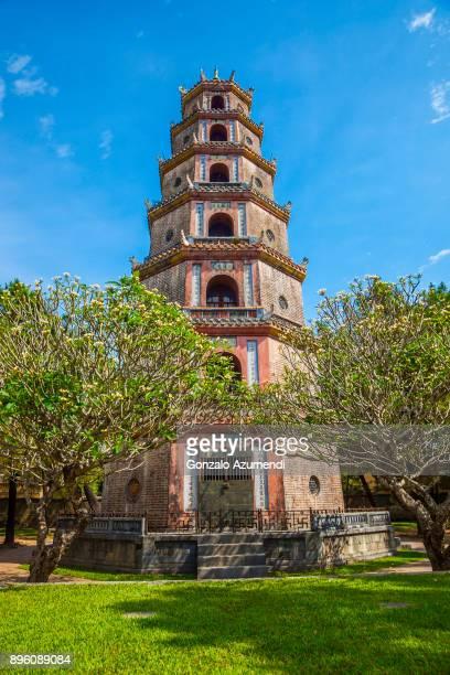 hue city in vietnam - pagode stock-fotos und bilder