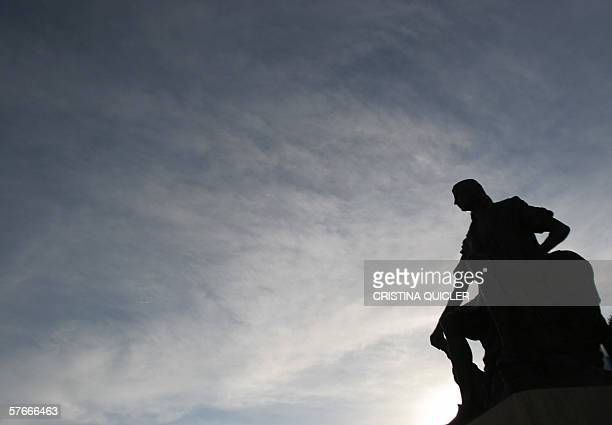 A statue of Christopher Columbus is seen at Palos de la Frontera in Huelva 20 May 2006 as Spain celebrates the 500th anniversary of Christopher...