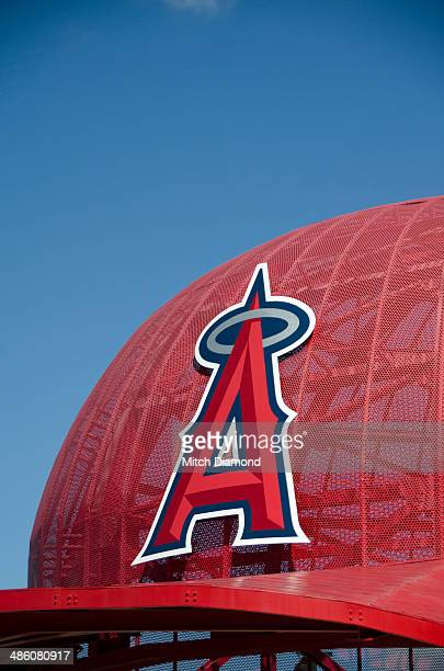 Huge Angels baseball cap att Angels  Stadium