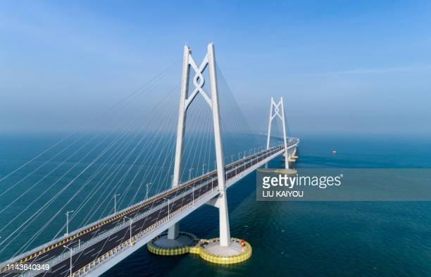 huge bridge with beautiful sunset hong kong-zhuhai-macau bridge - macao fotografías e imágenes de stock