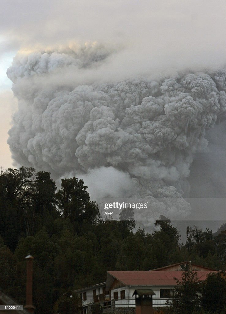 A huge cloud of ash spewed from the Chai : News Photo