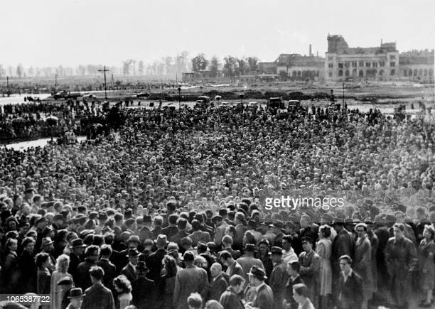 Huge crowd of about 250,000 people are gathered in front of the remains of the Reichstag, on August 26, 1948 to demonstrate against the Berlin...