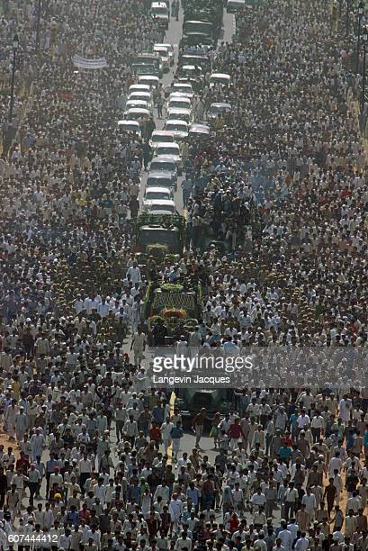 Huge crowds of people gather around the funeral procession of former Indian prime minister Rajiv Ghandi who was killed in a suicide bomber attack...