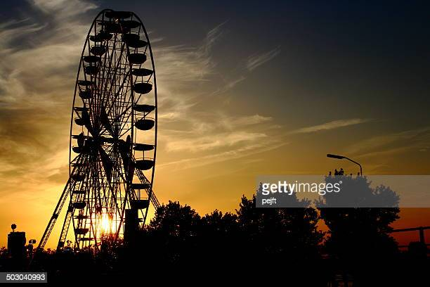 huge ferris wheel at sunset - pejft stock pictures, royalty-free photos & images