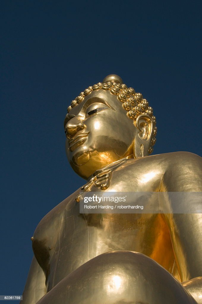 Huge golden Buddha on the banks of the Mekong River at Sop Ruak, Thailand, Southeast Asia, Asia : Stock Photo