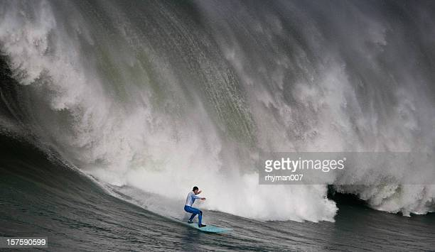 huge wave surfing - big wave surfing stock pictures, royalty-free photos & images