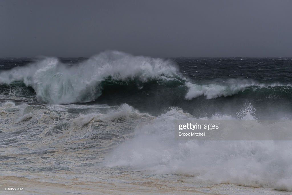 Large Swells Hit Sydney Beaches As Severe Weather Warning Is Issued For NSW Coast : Nyhetsfoto