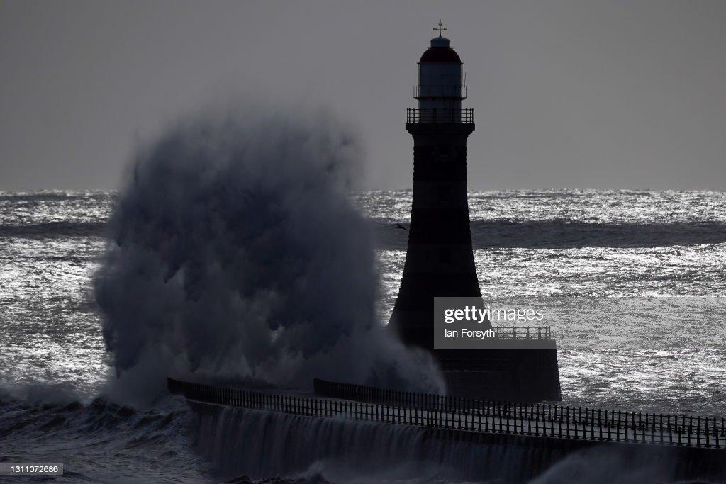 High Winds And Waves On Sunderland Coast : News Photo