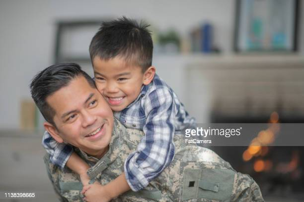 hugging dad - army soldier stock pictures, royalty-free photos & images