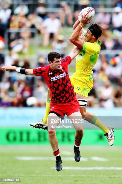 Hugh Blake of Scotland competes with James Stannard of Australia for the ball during the 2018 New Zealand Sevens at FMG Stadium on February 3 2018 in...
