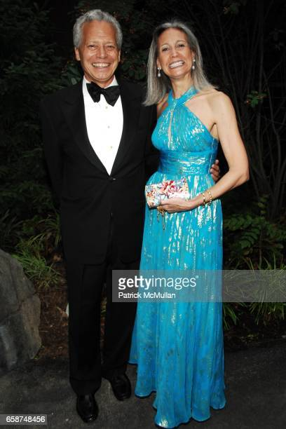 Hugh Freund and Alison Morrow attend the Wildlife Conservation Society's Central Park Zoo '09 Gala at the Central Park Zoo on June 10 2009 in New...