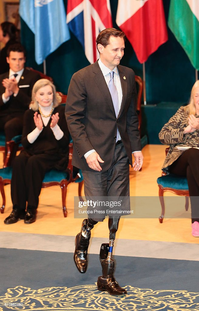 Hugh Herr receives the Princess of Asturias Awards for Technical & Scientific Research 2016 during the Princesa de Asturias Awards 2016 ceremony at the Campoamor Theater on October 21, 2016 in Oviedo, Spain.