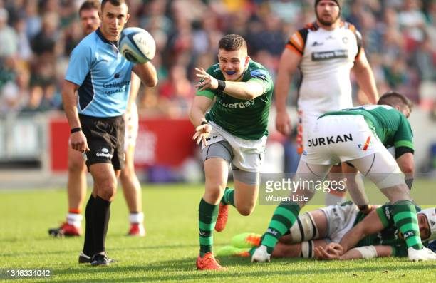 Hugh O'Sullivan of London Irish passes the ball during the Gallagher Premiership Rugby match between London Irish and Leicester Tigers at Brentford...