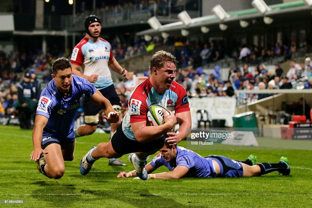Hugh Roach of the Waratahs scores a try during the round 17 Super Rugby match between the Force and the Waratahs at nib Stadium on July 15, 2017 in Perth, Australia.