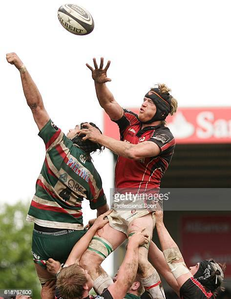 Hugh Vyvyan of Saracens in lineout action against Geoff Parling of Leicester during the Guinness Premiership match between Leicester Tigers and...