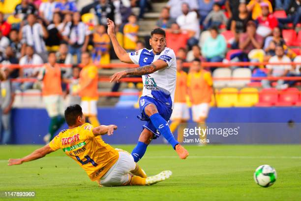 Hugo Ayala of Tigres fights for the ball with Leonardo Ulloa of Pachuca during the quarterfinals first leg match between Pachuca and Tigres UANL as...